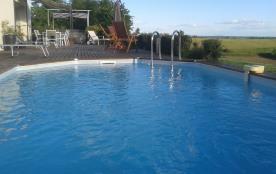 Une piscine sécurisée et toujours à la vue des parents !
