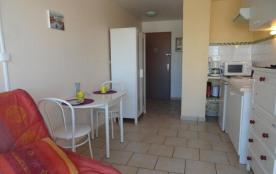 Appartement studio de 14 m² environ pour 2 personnes, au calme et à 2 pas du cœur de la station, ...