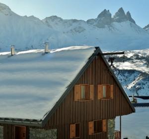 location vacances chalet albiez-montrond