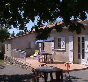 location vacances gite saint-alban-auriolles