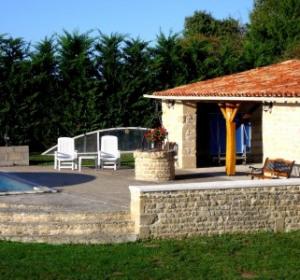 location vacances studio Saint-Georges-de-Longuepierre