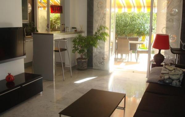 Genial Appartement Moderne Entièrement équipé Dans Résidence De Standing Avec  Grande Terrasse (40m2) Donnant Sur