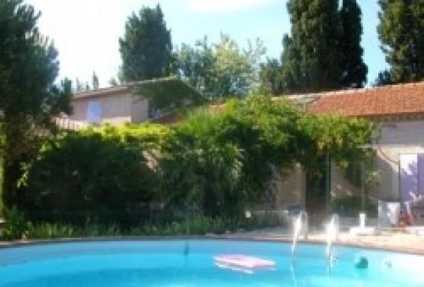 Location vacances salon de provence gite maison salon for Location villa salon de provence