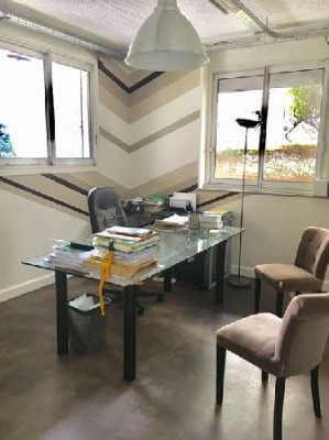 location bureau paris 18 me 75018 bureau paris 18 me de 157 m ref 23129. Black Bedroom Furniture Sets. Home Design Ideas