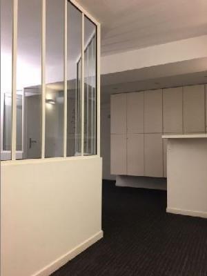 vente bureau paris 2 me 75002 bureau paris 2 me de 60 m ref 23230. Black Bedroom Furniture Sets. Home Design Ideas