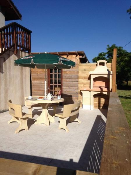 Terrasse du bas avec barbecue