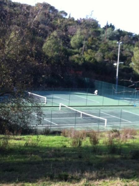 2 cours de tennis sous réservations à 2 mn auto Portigliolo chez Mico