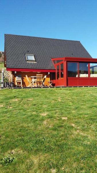 Chalet Véranda Vue du bas de notre parcelle Terrasse bois Table chaises bois