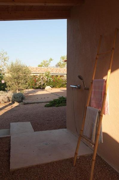douche extérieure arrière villa