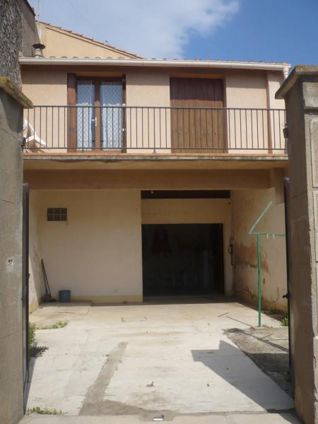 cour privative et  garage; habitation à l'étage