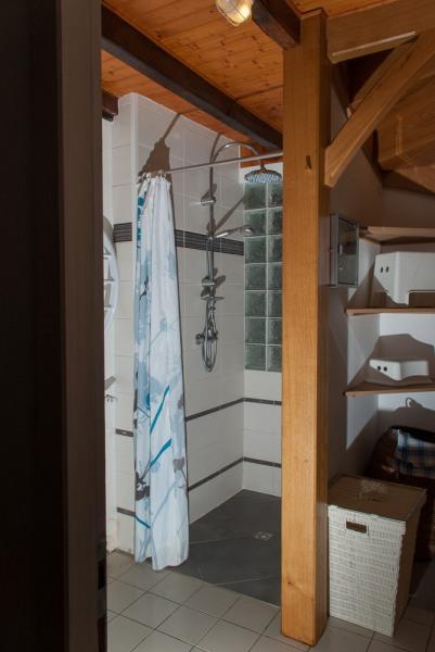 salle d'eau du rez de chaussée avec douche à l'italienne