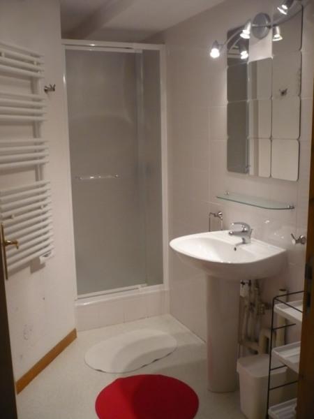 salle de douche niveau inférieur