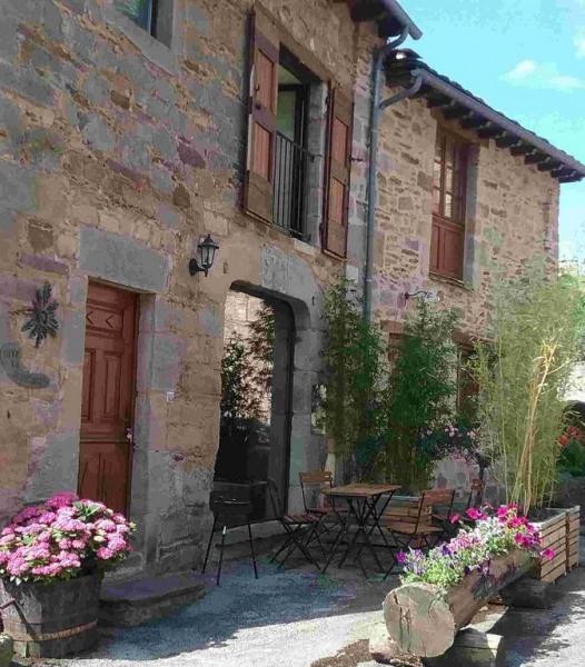 Gite dans le petit village médiéval de Castelnau Pégayrols 3 épis,3 étoiles