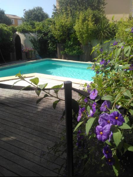 Villa  lumineuse avec  piscine et jardin  à 10 minutes de la plage de villeneuve les maguelone pas loin de Montpellier.