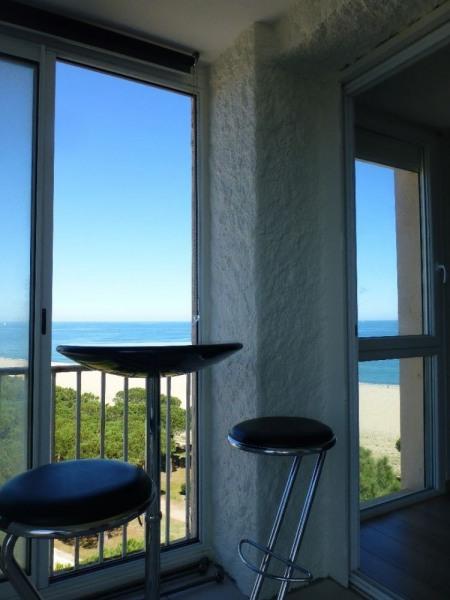 Coquet appartement F2 pour 4 personnes situé au septième étage avec vue sur les montagnes et vue latérale sur la mer.