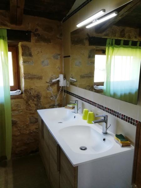 salle d'eau 2 douches/ 2 wc indépendants