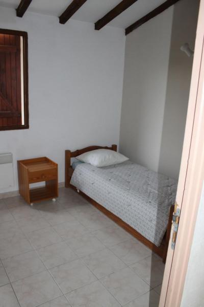 2 ème chambre à l'étage  avec 1 lit gigogne en 80 pour 2 couchages