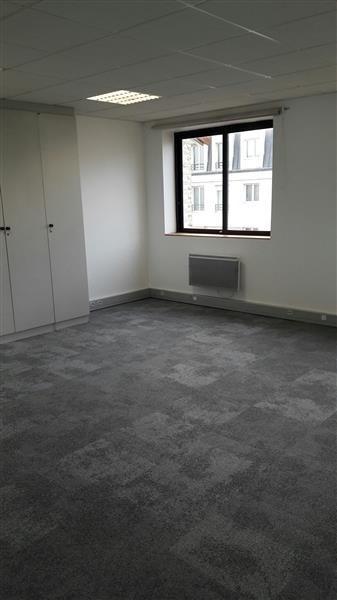 location bureau issy les moulineaux 92130 bureau issy les moulineaux de 185 m ref wi k26577l. Black Bedroom Furniture Sets. Home Design Ideas