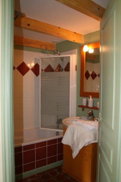 salle de bain chambre des tomettes