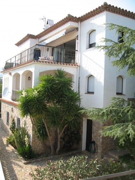 Location vacances Llançà -  Appartement - 2 personnes - Salon de jardin - Photo N° 1