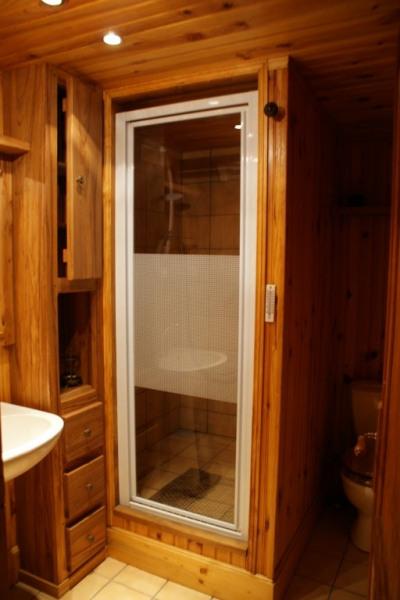 salle de douche de la suite en face