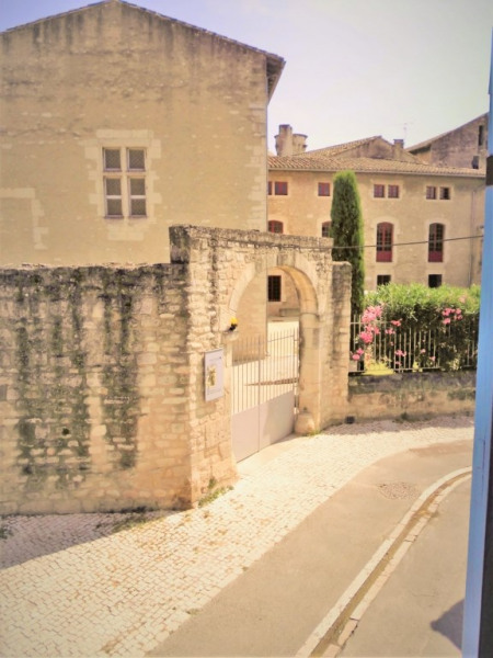 La vue de la chambre principale.
