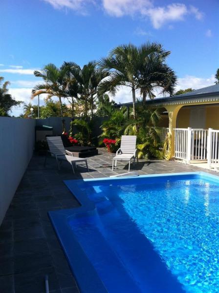 espace détente, lit de jardin et piscine privée