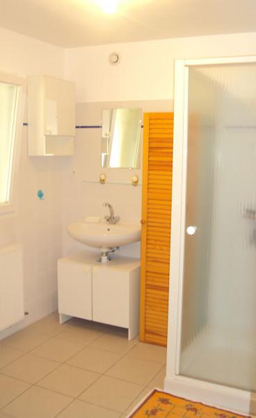 salle d'eau en bas
