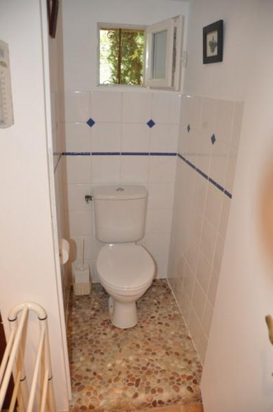 wc indépendant avec fenêtre