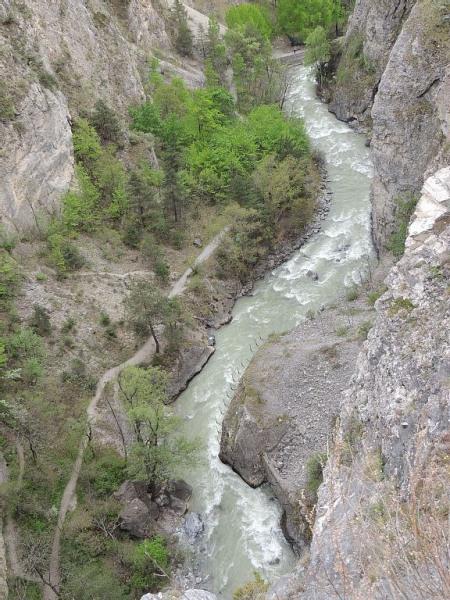 La Durance sous le pont d'Asfeld, prend ses sources au pré Gondran Montgenèvre