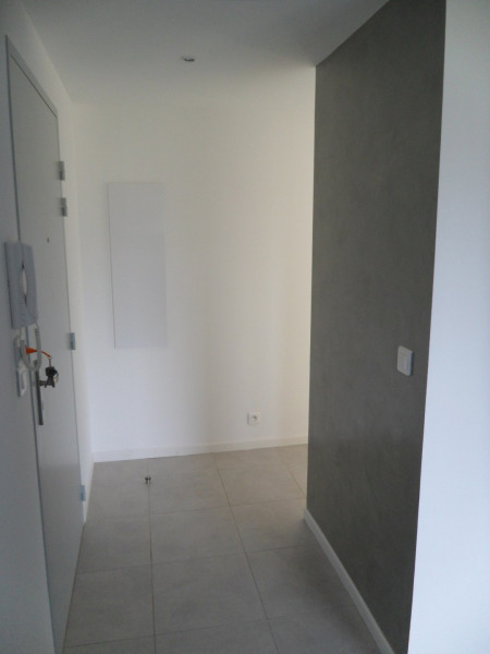 couloir accès au chambre et toilette