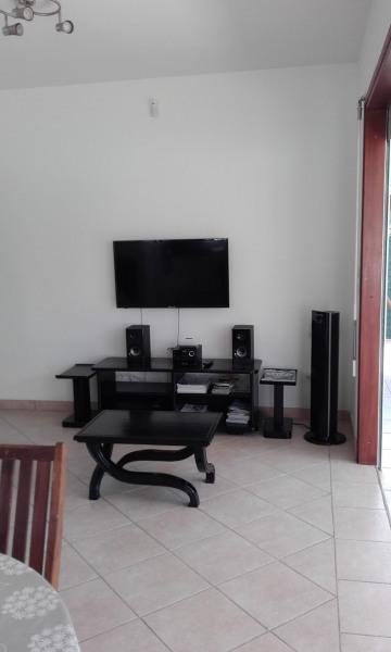 Le salon pour regarder la télé.