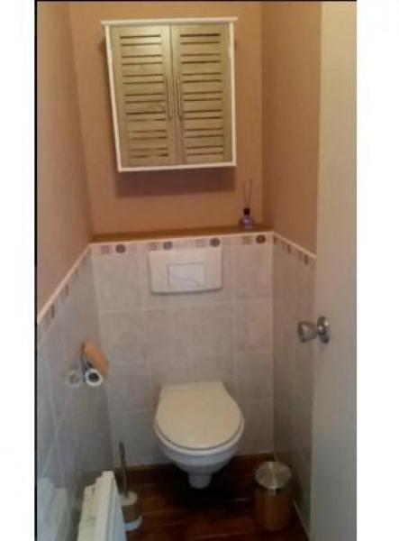 Les toilettes sont indépendantes de la salle de bains
