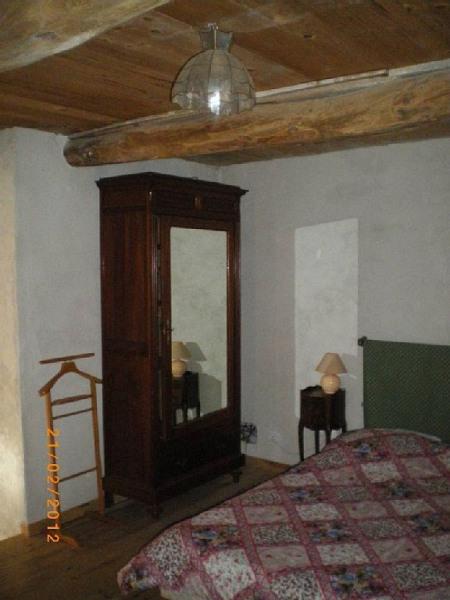 Chambre, lit et  armoire à glace