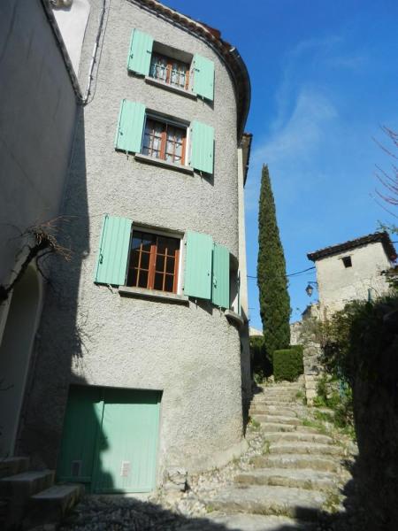 Maison de village sur ruelle pavée