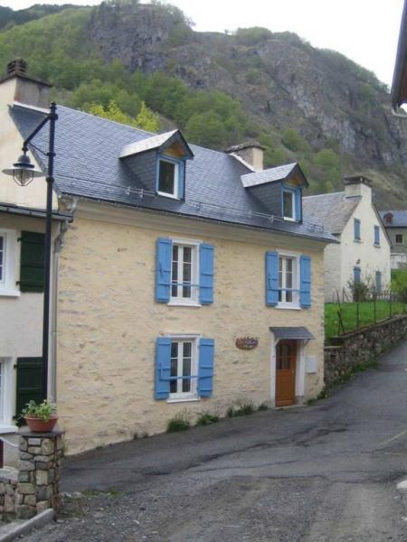 """Maison ancienne du """"vieux village"""" de Gavarnie, intérieur type """"Refuge de Montagne"""", pour 15 personnes sur 3 niveaux."""