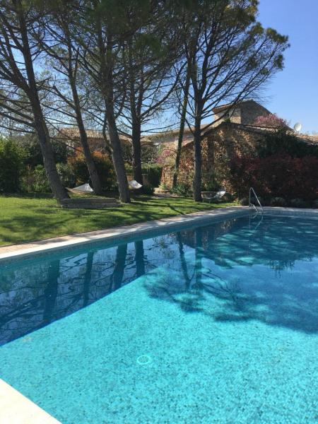 Environnement très calme à seulement 800 mètres du village de Roussillon