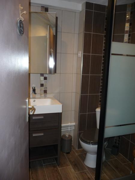 Salle d'eau et toilettes à l'étage