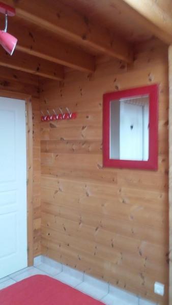 Chambre au R de C Miroir Porte vêtements Les WC sont indépendant au R de C