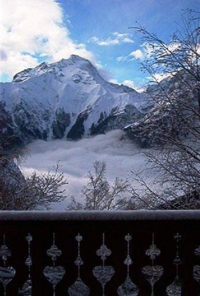 Glacier de la Muzelle et mer de nuages sur la vallée de Venosc vue du balcon ...