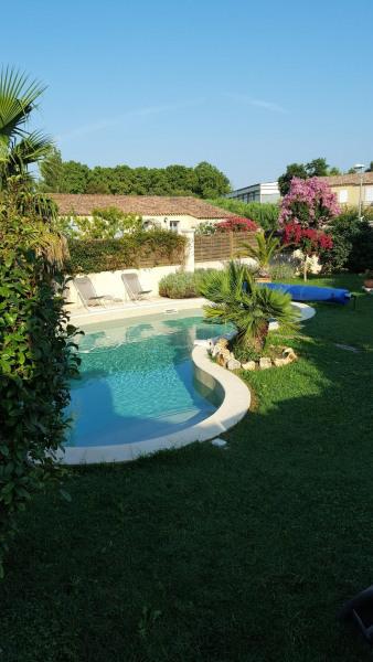 Gîte indépendant pour 4 entre Alpilles et Luberon, au cœur de la Provence, proche d'Avignon et son festival en Juillet.