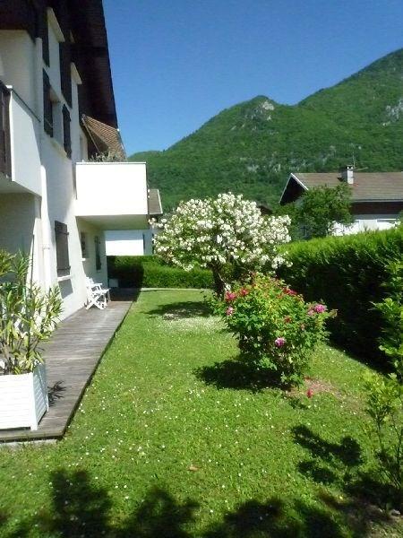 Un appartement calme et agréable avec terrasse et jardin clôt à 200 m du Lac.
