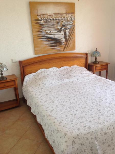 chambre avec lit 160 donnant sur la terrasse