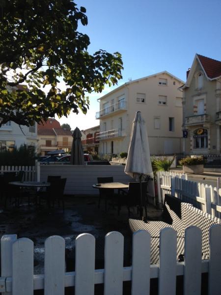 Location vacances Saint-Palais-sur-Mer -  Appartement - 4 personnes - Cour - Photo N° 1