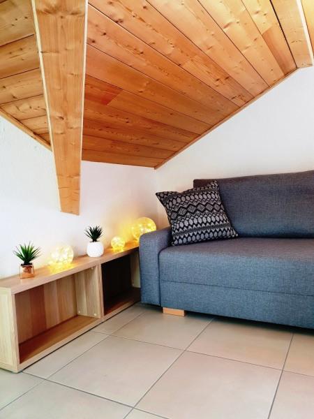 coin salon avec canapé lit en 140 x 190