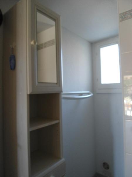 salle d'eau avec son armoire