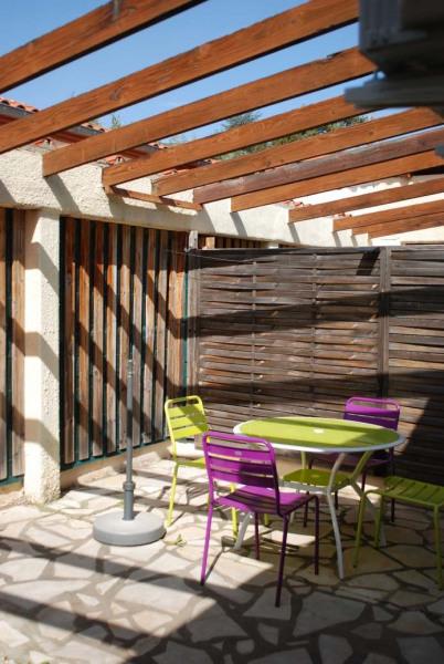 F2 de 35m² en plainpied avec grande terrasse et grande cour+parking, clim et Wifi