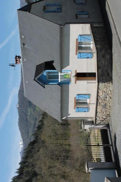 Gite Ladagnous. Notre gîte, à l'entrée du village, est une ancienne grange entièrement rénovée, sur un terrain clos.