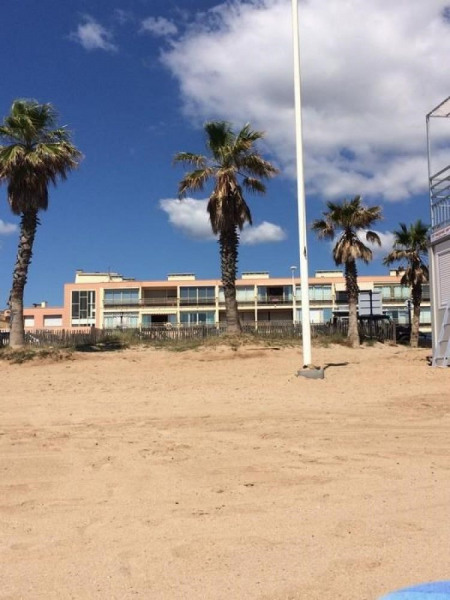 l'immeuble face a la plage