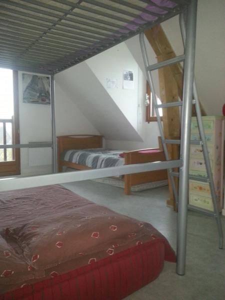 une chambre avec 5 couchages
